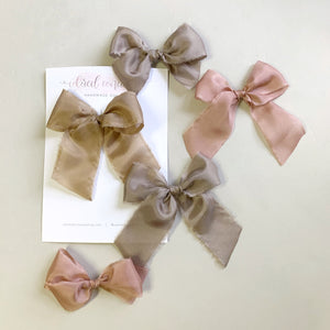 Medium Silk Bow // Ivory
