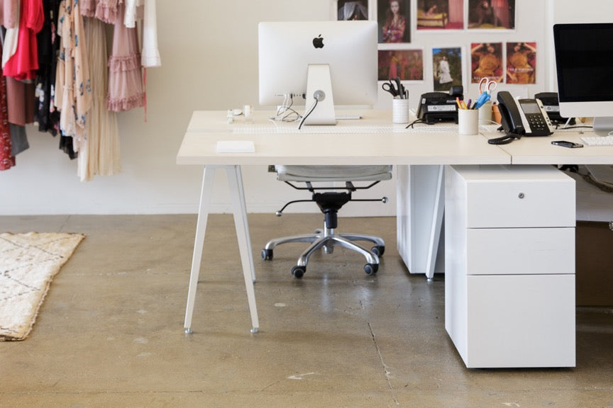 Heartwork Sawhorse 4 Pod Desk with white cable management tray and Building Block Bravo mobile pedestal storage in white