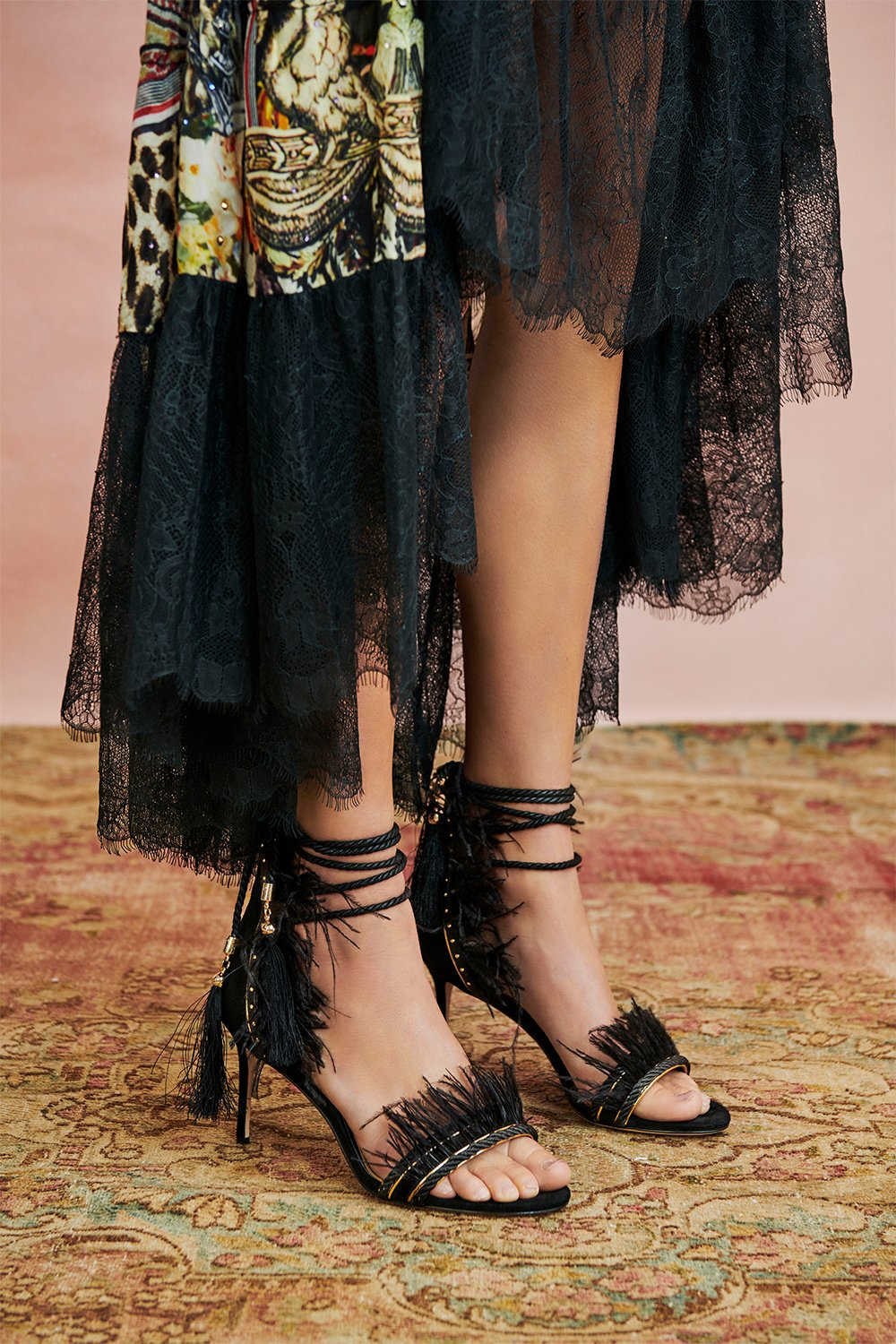 FEATHER HEEL BLACK