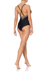 PLUNGE V ONE PIECE WITH D RINGS SOLID BLACK