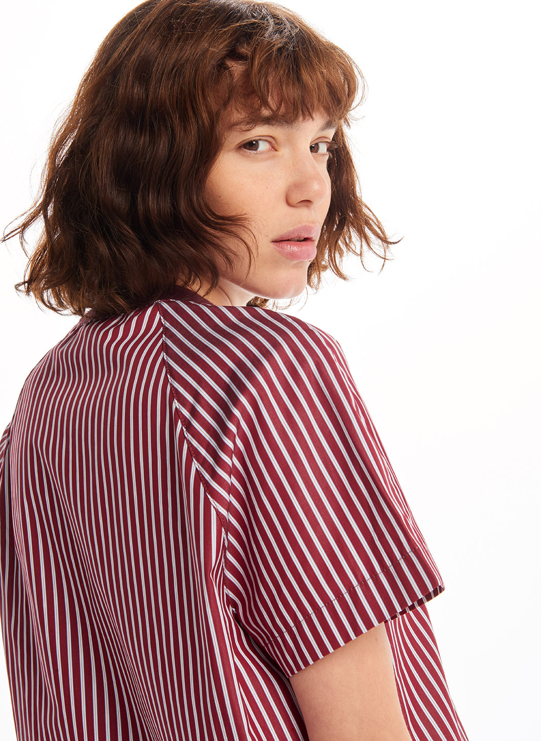 Edge-Ribbed Crew Neck T-Shirt in Burgundy Striped Poplin