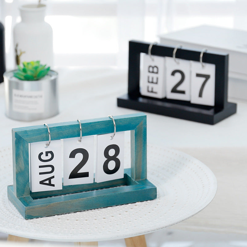 Wooden Ring Desktop Calendar
