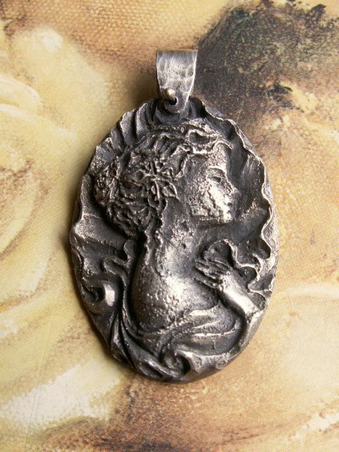 Cameo Pendant Lady in Profile