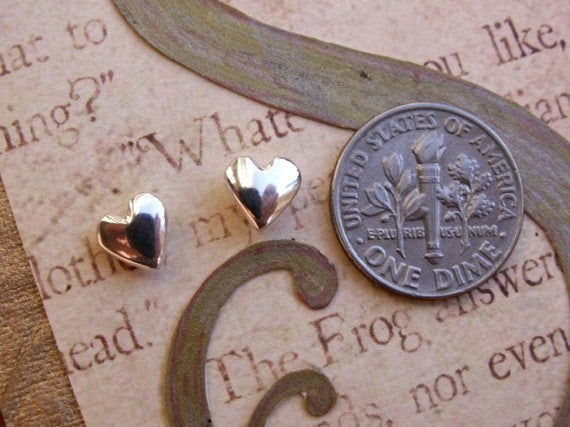 14K White Gold Heart Shape Stud Earrings