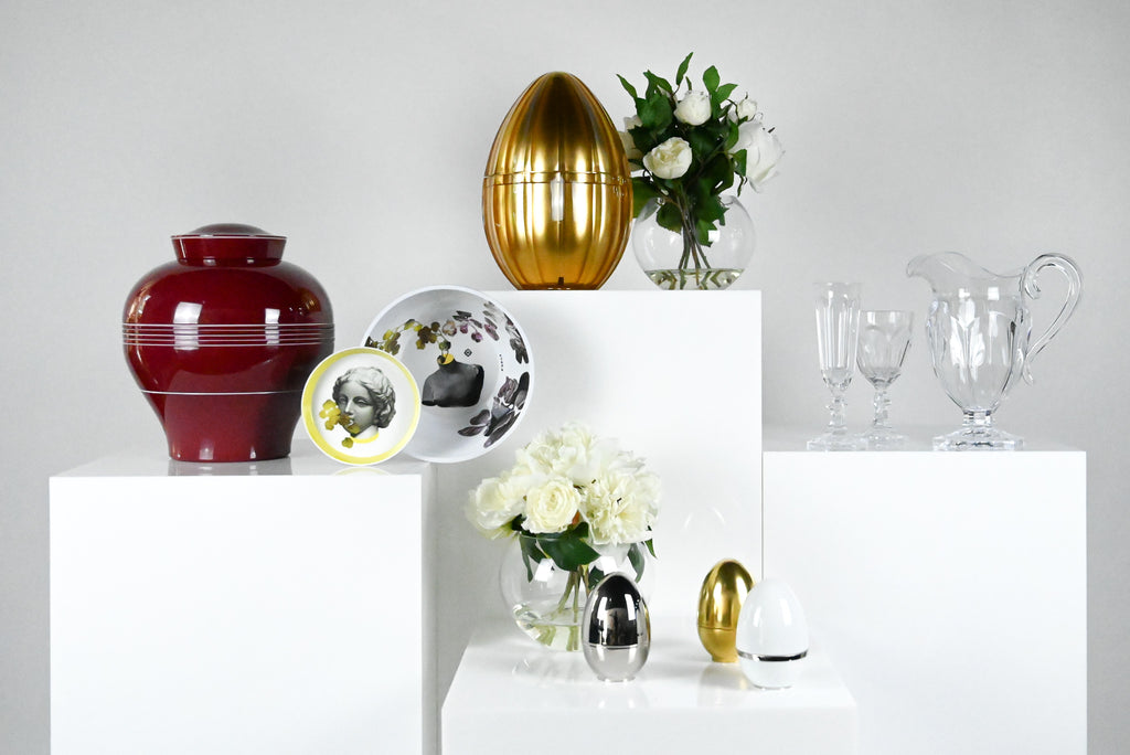 ibride yuan stackable melamine plate set, mario luca giusti acrylic jugs and drinkware and cote noire flowers