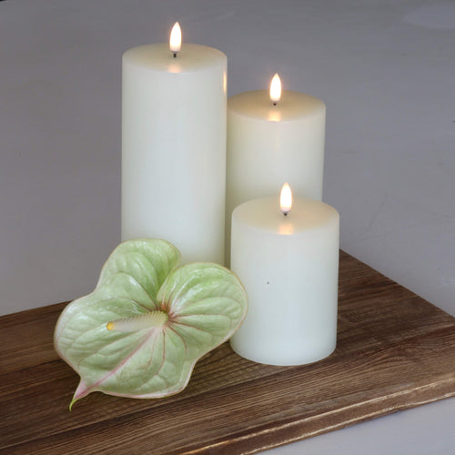 UYUNI- Single Wick, Nordic White Candle. 10.1cm x 23.1cm