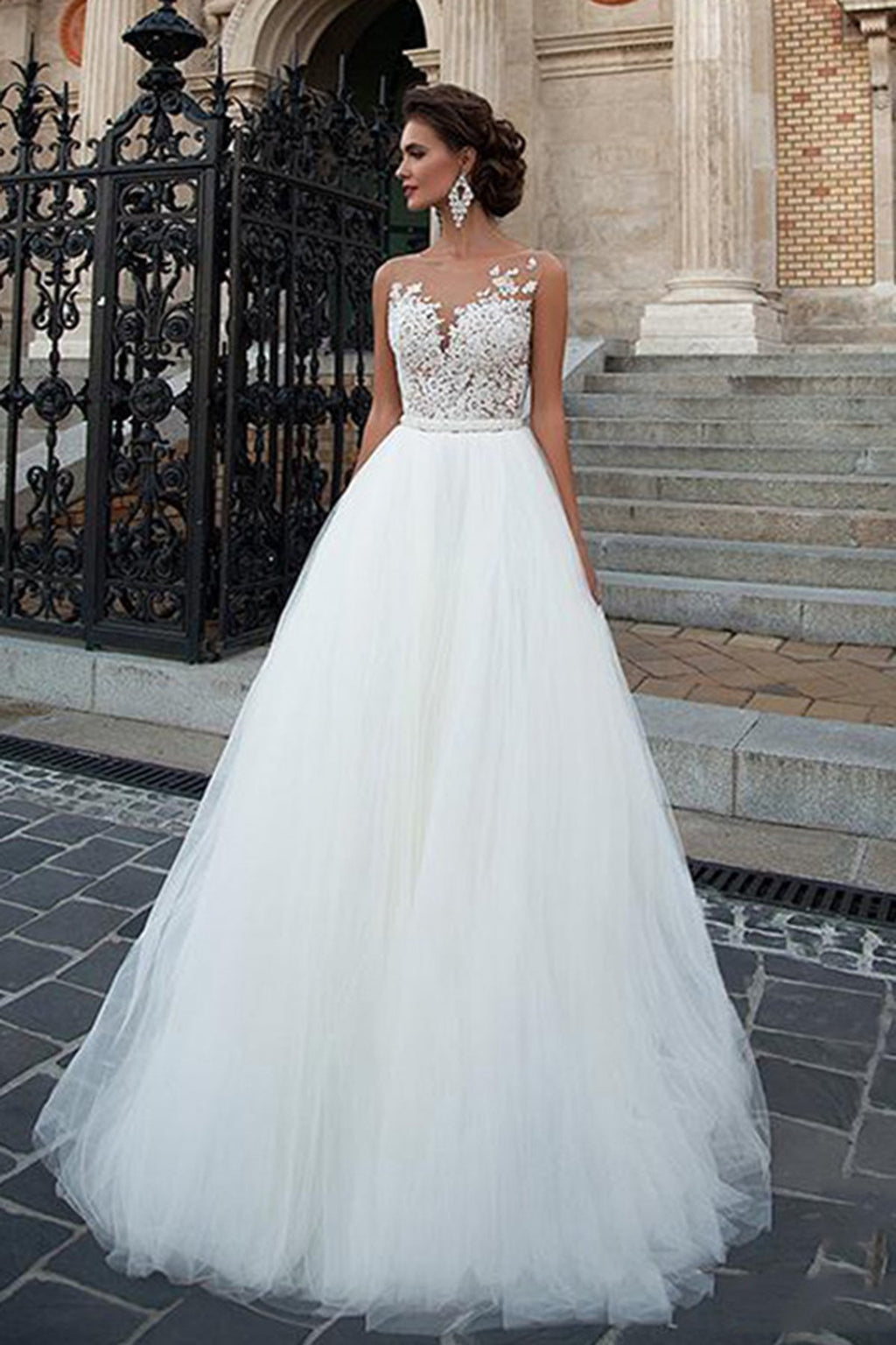Beach Tulle Lace Applique Wedding Dress With Belt Wedding Dress US 2 Off-White