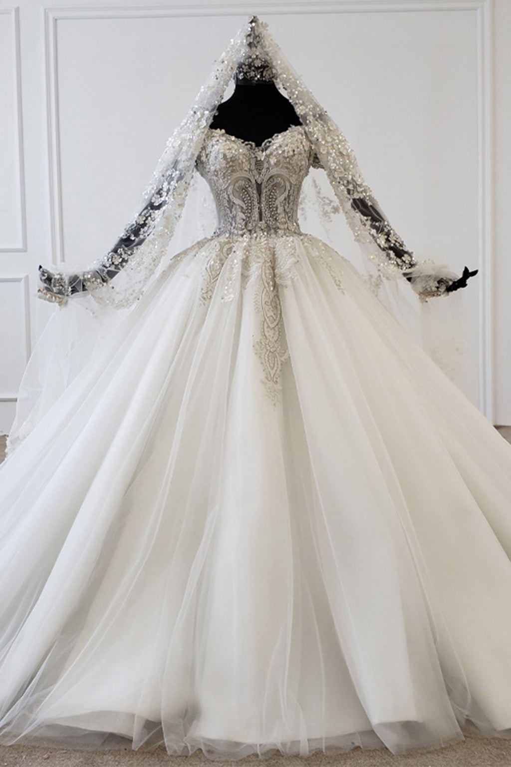 Luxury Handcrafted Applique Wmbroidery Lace Wedding Dresses Wedding Dress 2 100cm Cathedral Train