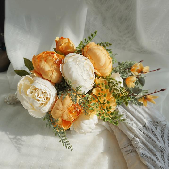 Simulation Bride Holding Flowers Wedding Bouquet Yellow Wedding Bouquet
