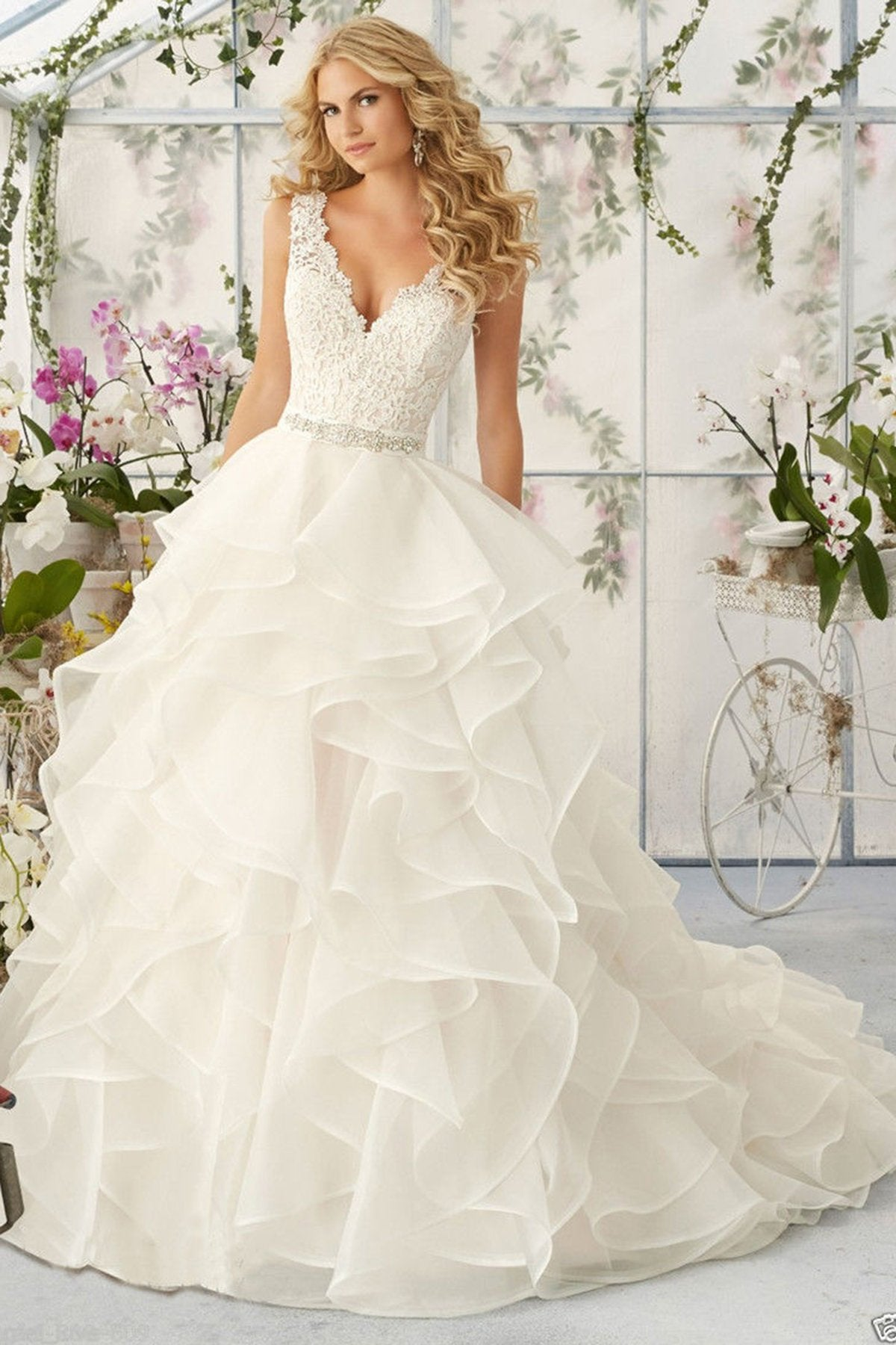 V-Neck Sexy Tiered Wedding Dress Wedding Dress US2 White