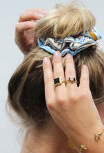 Load image into Gallery viewer, Scrunchie Sunstripe