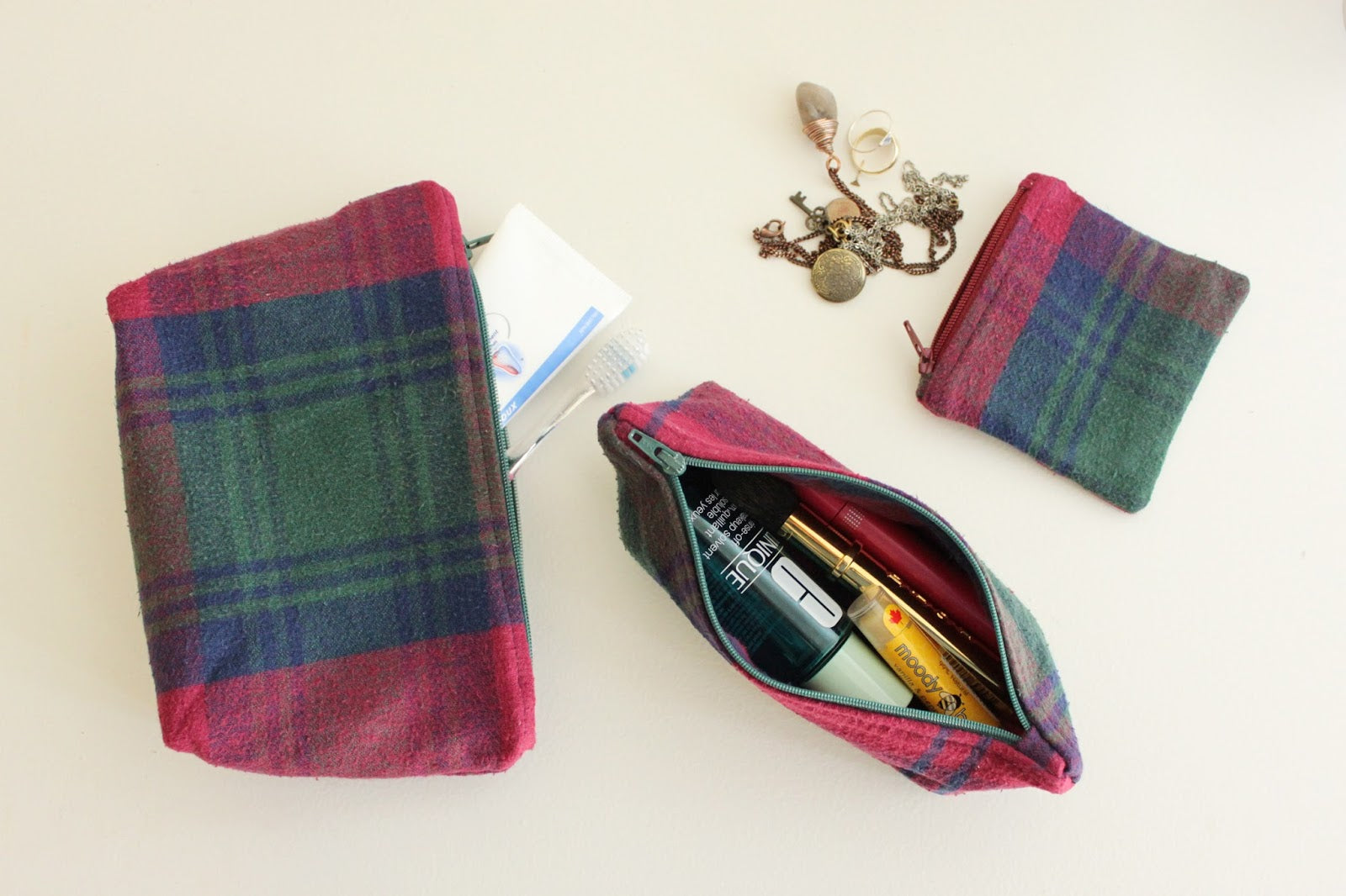 Sewing zippered pouches www.janerichmond.com