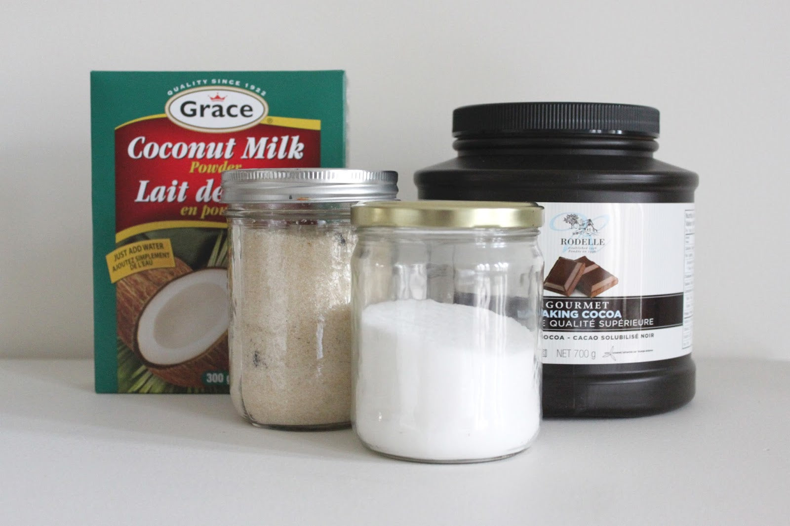 HOT CHOCOLATE /// dairy and refined sugar free hot chocolate powder from www.janerichmond.com