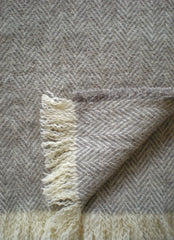 CHEVRON WOOL THROW IN NATURAL GREY/ECRU