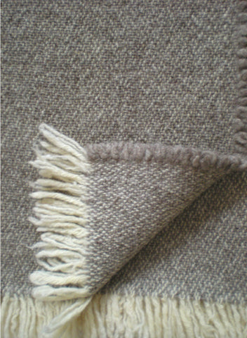 CAVIAR WOOL THROW IN NATURAL GREY/ECRU