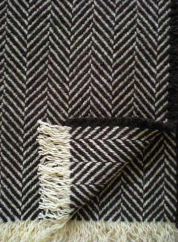 LARGE CHEVRON WOOL THROW IN NATURAL DARK BROWN/ECRU
