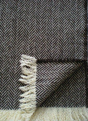 CHEVRON WOOL THROW IN NATURAL DARK BROWN/ECRU