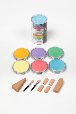 PanPastel Pearlescent Colours are rich lustrous colours which can be mixed with each other and also with the original PanPastel Colours. They create beautiful shimmer without appearing glittery.