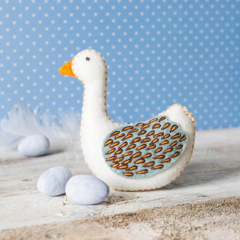 Corinne Lapierre : Felt Goose a-Laying Mini Kit ( Eggs not included )