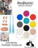 The Julia Woning PanPastel Set includes 10 PanPastel colours selected by Julia, a 10 slot palette tray, 2 Sofft Knives with covers, a finger sponge an angle slice round sponge.