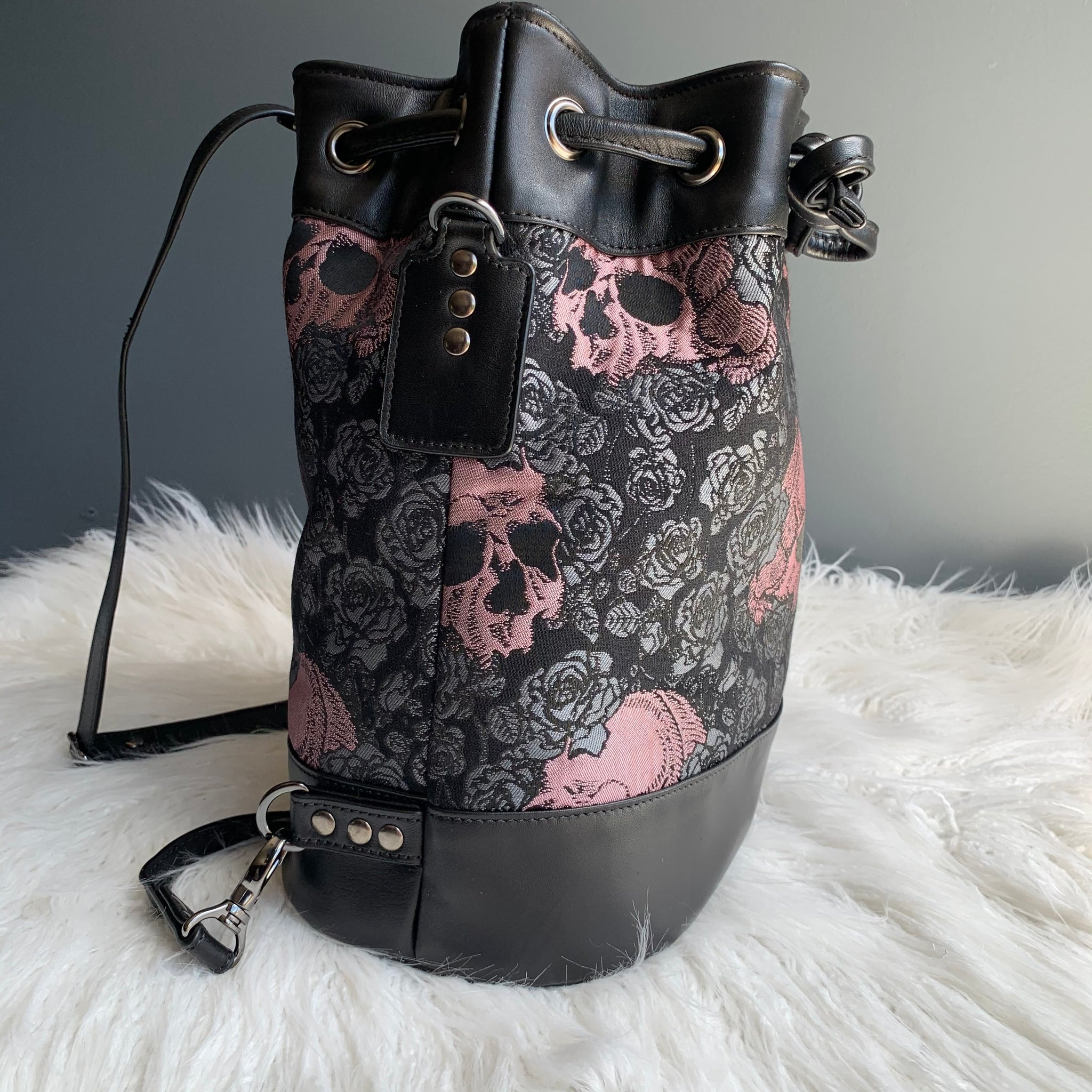 Skulls and roses convertible drawstring bag