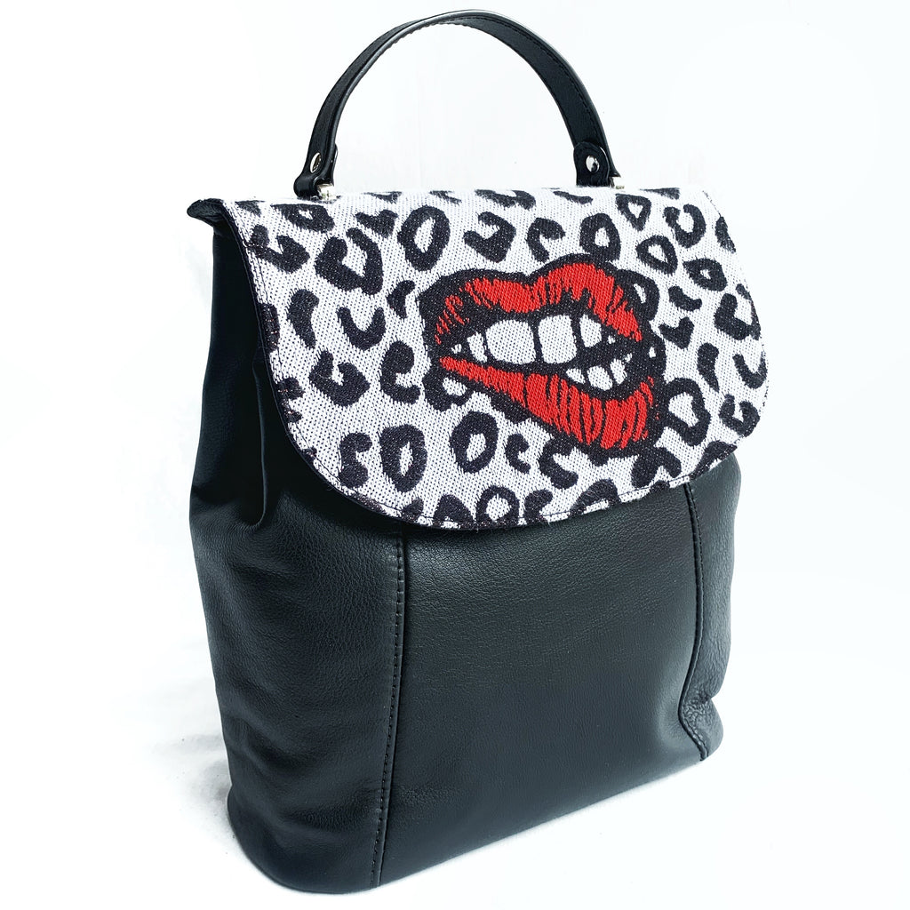 Wanna kiss back pack