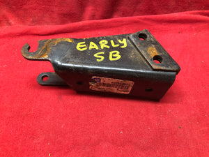 NOS 65-7 Chevelle SBC Power Steering Cradle Bracket 3858872 - Sundellauto Specialties Chevelle, El Camino, Malibu, Impala, Caprice, Biscayne, Bel Air, Camaro, Nova, Chevy II, GTO, LeMans, Tempest, Bonneville, Grand Prix, Catalina, Ventura, Skylark, Special, GS, Riviera, Gran Sport, Wildcat, Cutlass, Cutlass Supreme, 442, F-85, and Vista Cruiser Power Steering Pump Bracket Original