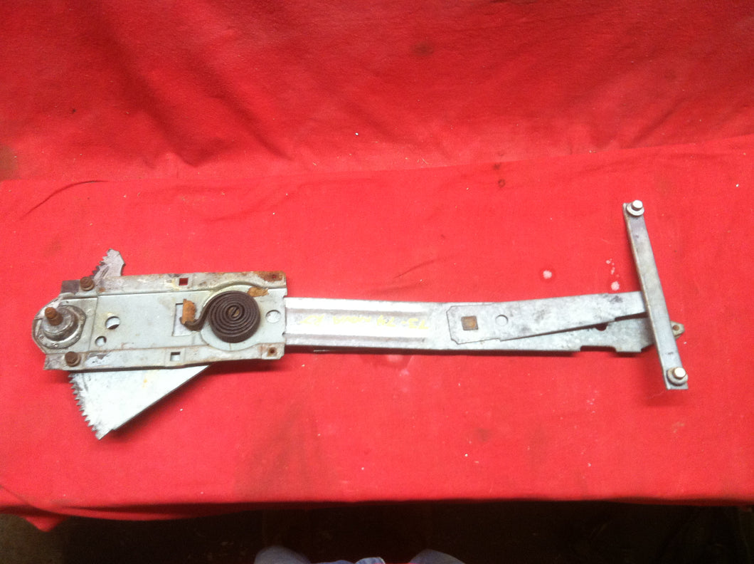 73 74 NOVA APOLLO OMEGA VENTURA WINDOW REGULATOR RIGHT HAND MANUAL