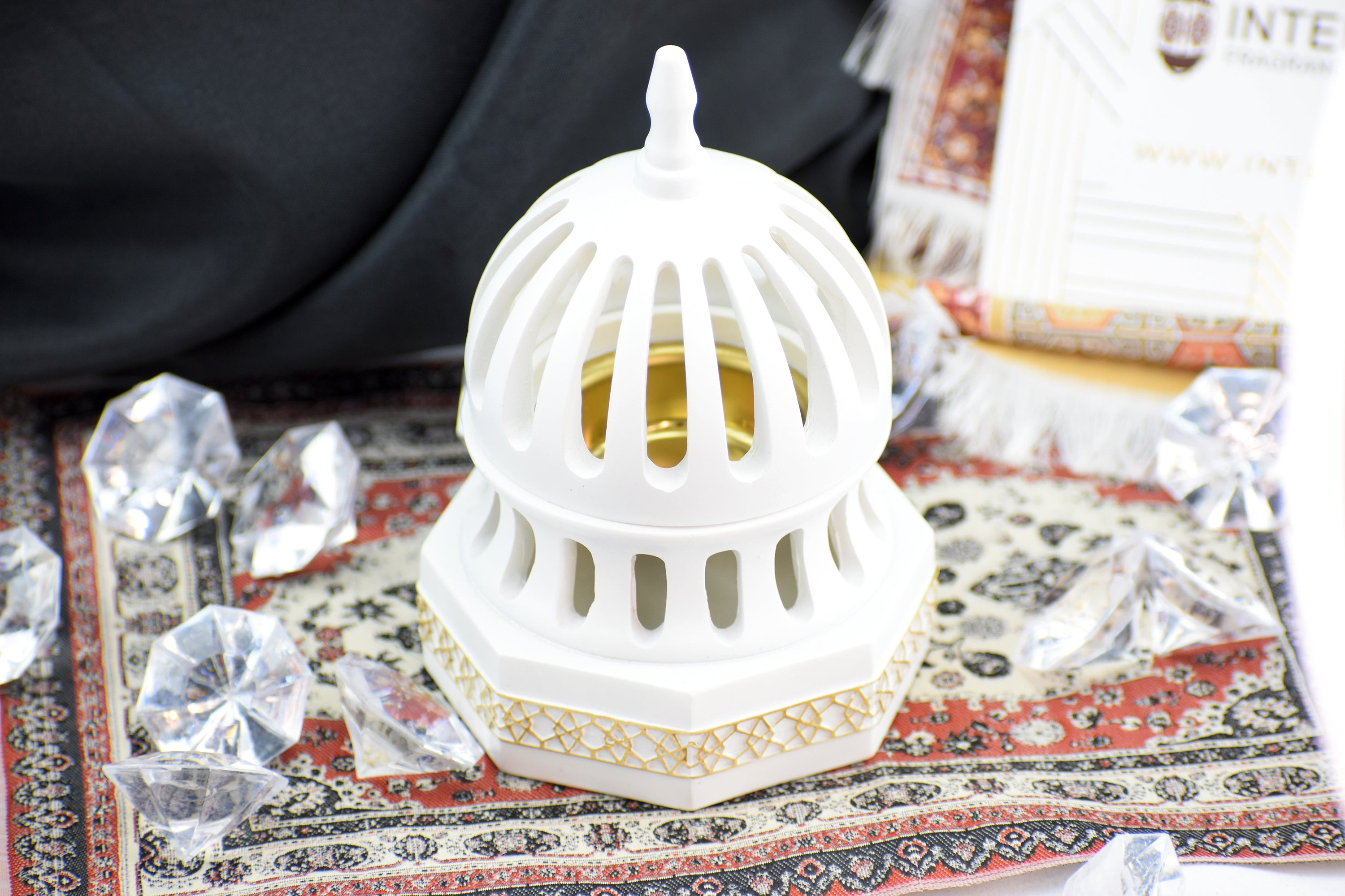 Classic Traditional Dome Style Closed Incense Bakhoor Burner - White - Intense oud