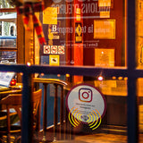 Sticker Instagram sur vitrine restaurant