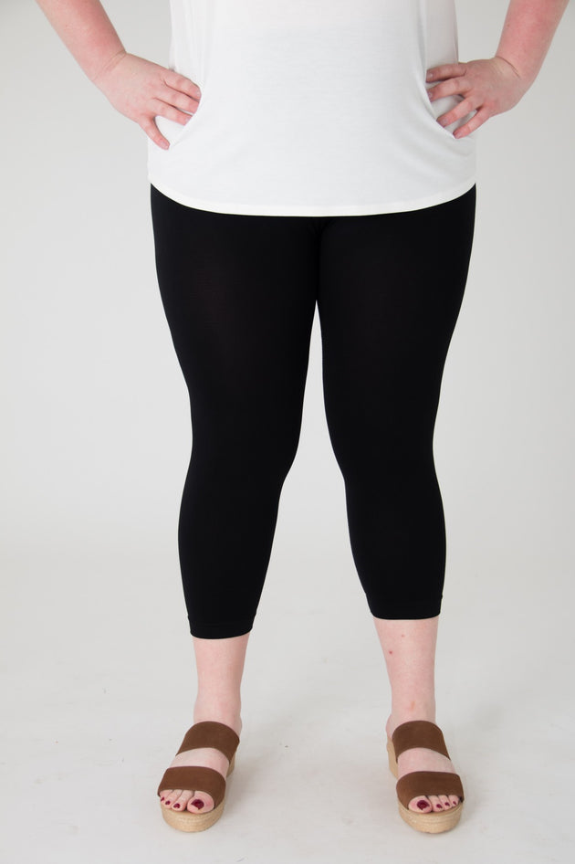 Faye Curvy Capri Leggings