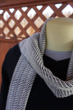 Load image into Gallery viewer, Handwoven black and white scarf