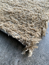 "Load image into Gallery viewer, Wool and Cotton Handwoven Rug - 27""x36"""