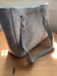 Handwoven cotton and wool handbag made with leather straps. Includes an internal pocket to keep small items organized.