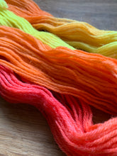 Load image into Gallery viewer, 20g - Peruvian Dyed Yarn - Corra