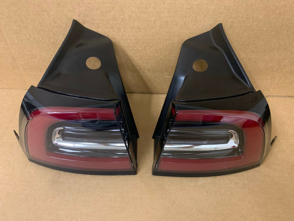 17-20 Tesla Model 3 RH LH OEM Rear Outer Tail Light Lamp Set Right Left EUROPEAN