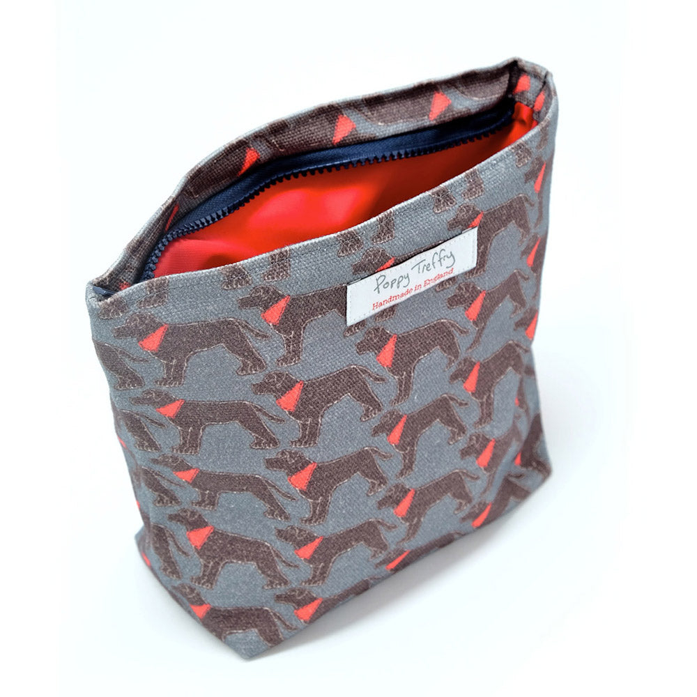 make-up-bag-with-labrador-design-by-poppy-treffry