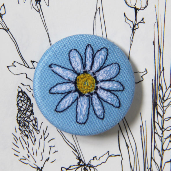 daisy - pretty badge