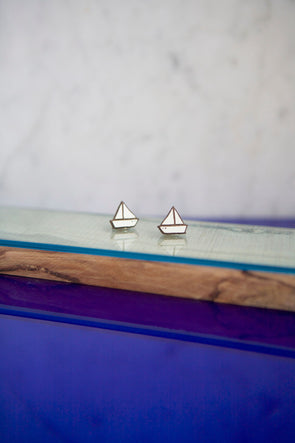 Materia Rica little boat earrings
