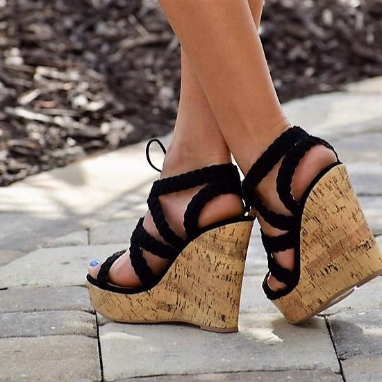 Bailey Scalloped Wedge