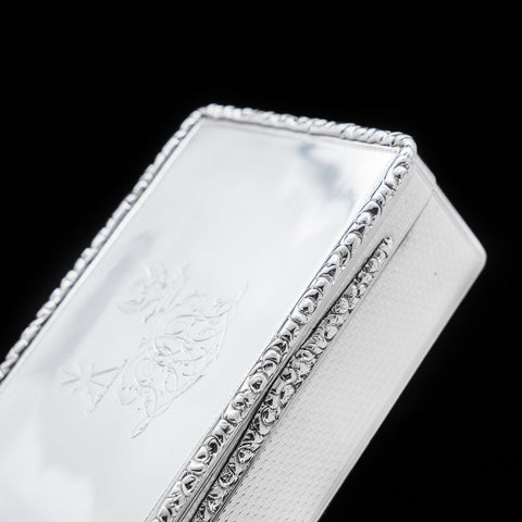 A georgian solid silver table snuff box