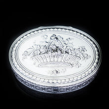 Charger l'image dans la galerie, Antique French Silver Detailed Table Snuff Box - c.1900 - Artisan Antiques