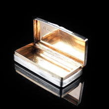 Cargar imagen en el visor de la galería, Victorian Solid Silver and Gilt Interior Rectangular Snuff Box by Taylor & Perry - 1841 - Artisan Antiques