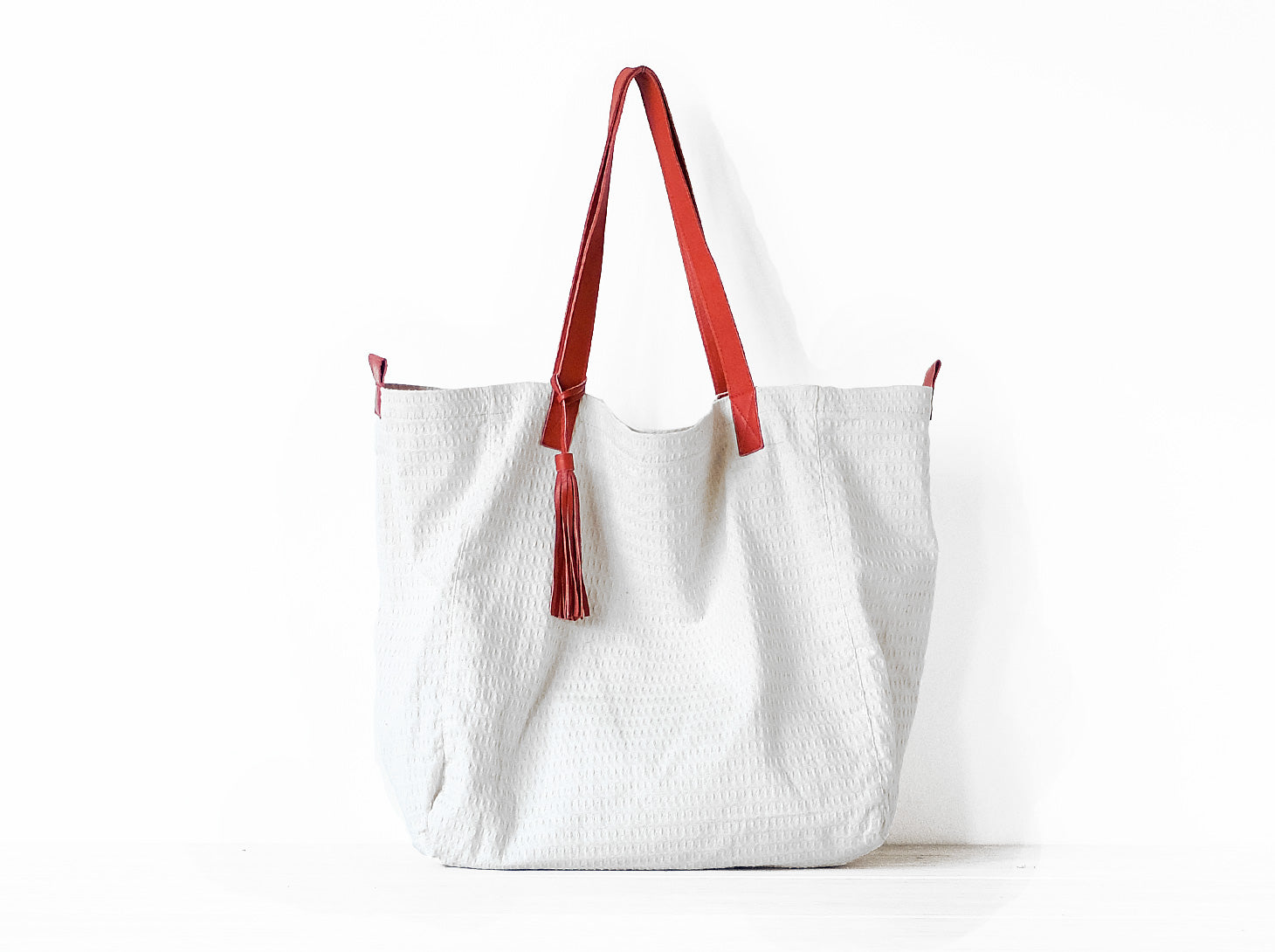 Le Sac is a Vive Ninette tote bag in cotton canvas.