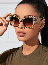 Load image into Gallery viewer, SUNGLASSES Leopard Frame Sunglasses - EK CHIC