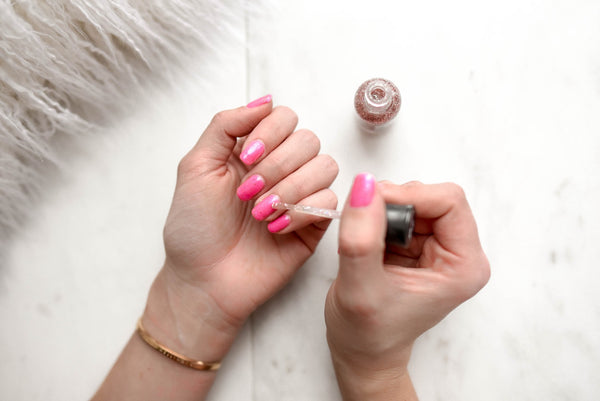 painting-fingernails-glittery-pink