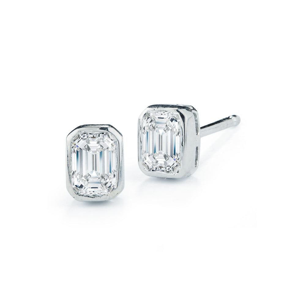 18k White Gold Emerald-Cut Diamond Stud Earrings