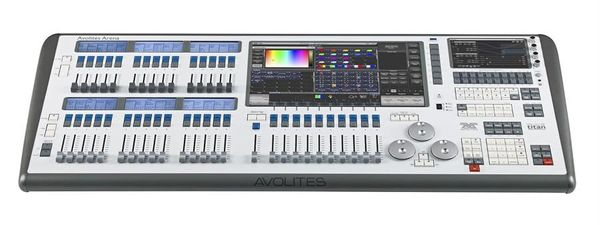 Avolites Arena Console Tour Package (w/ flight case, cover, lamps)