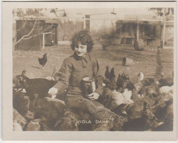 VIOLA DANA with Chickens 1920s Picturegoer Kinema Stars at Home REAL PHOTO Card