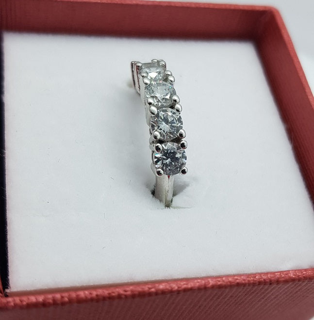 Sterling Silver Awesome Ring With 5 Clear Stones